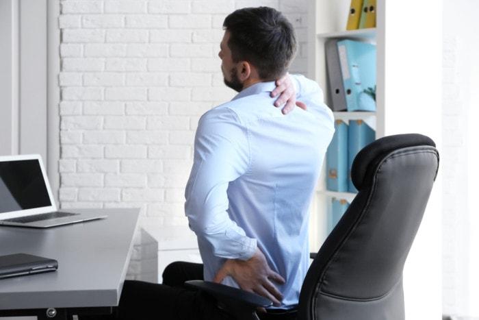 Postura Incorrecta en la oficina puede dañar tu columna